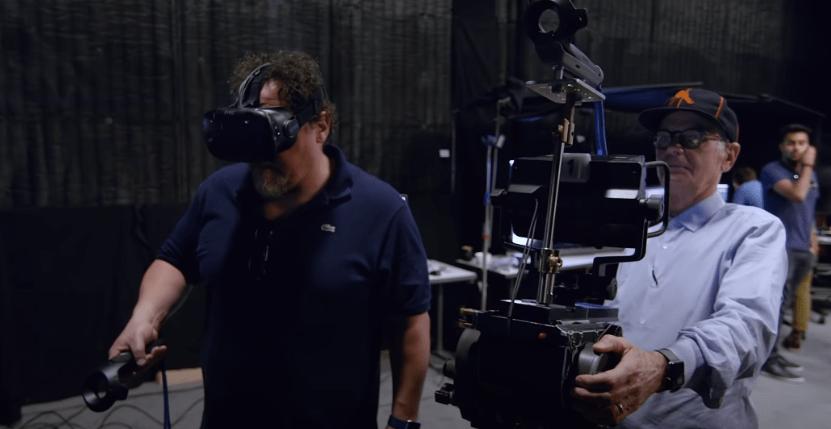 Jon Favreau haciendo pruebas de realidad virtual con Caleb Deschanel.